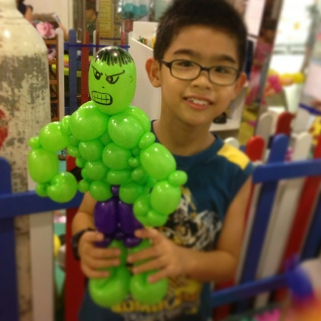 Incredible hulk balloon sculpting