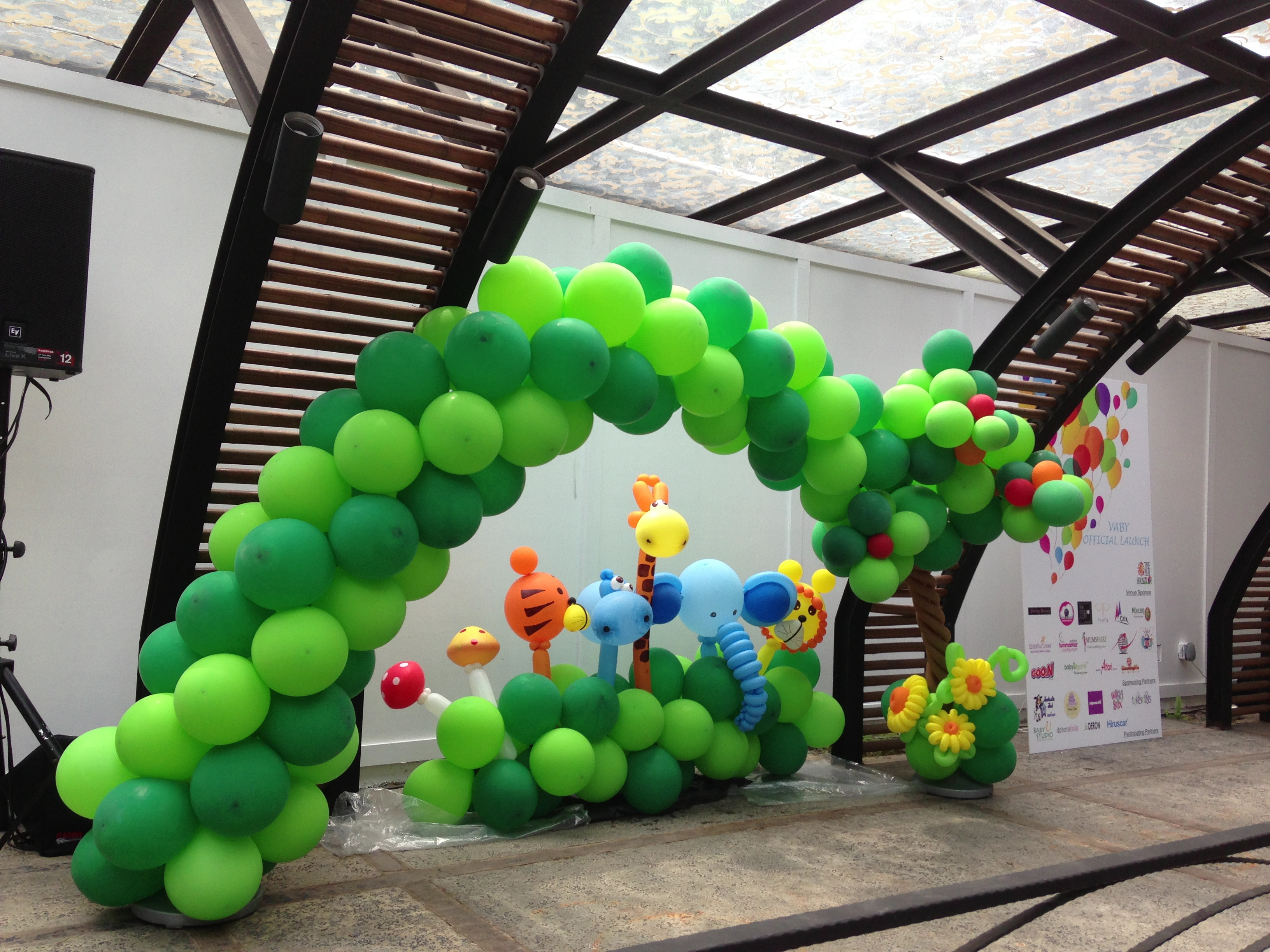 Mix Balloon Arch With Tree Design Jungle Theme