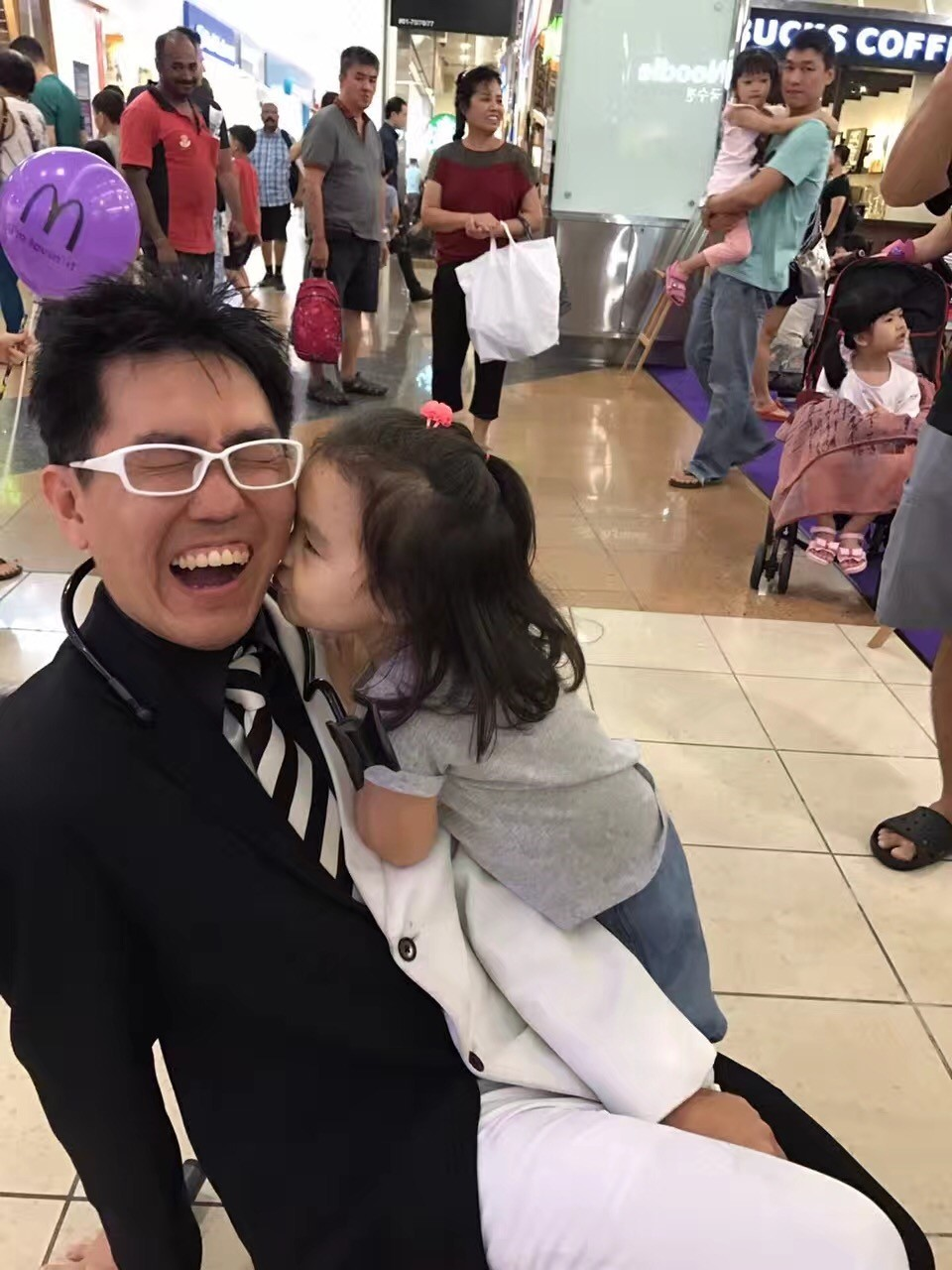 Mr bottle getting a kiss from an audience member after his show at the mall