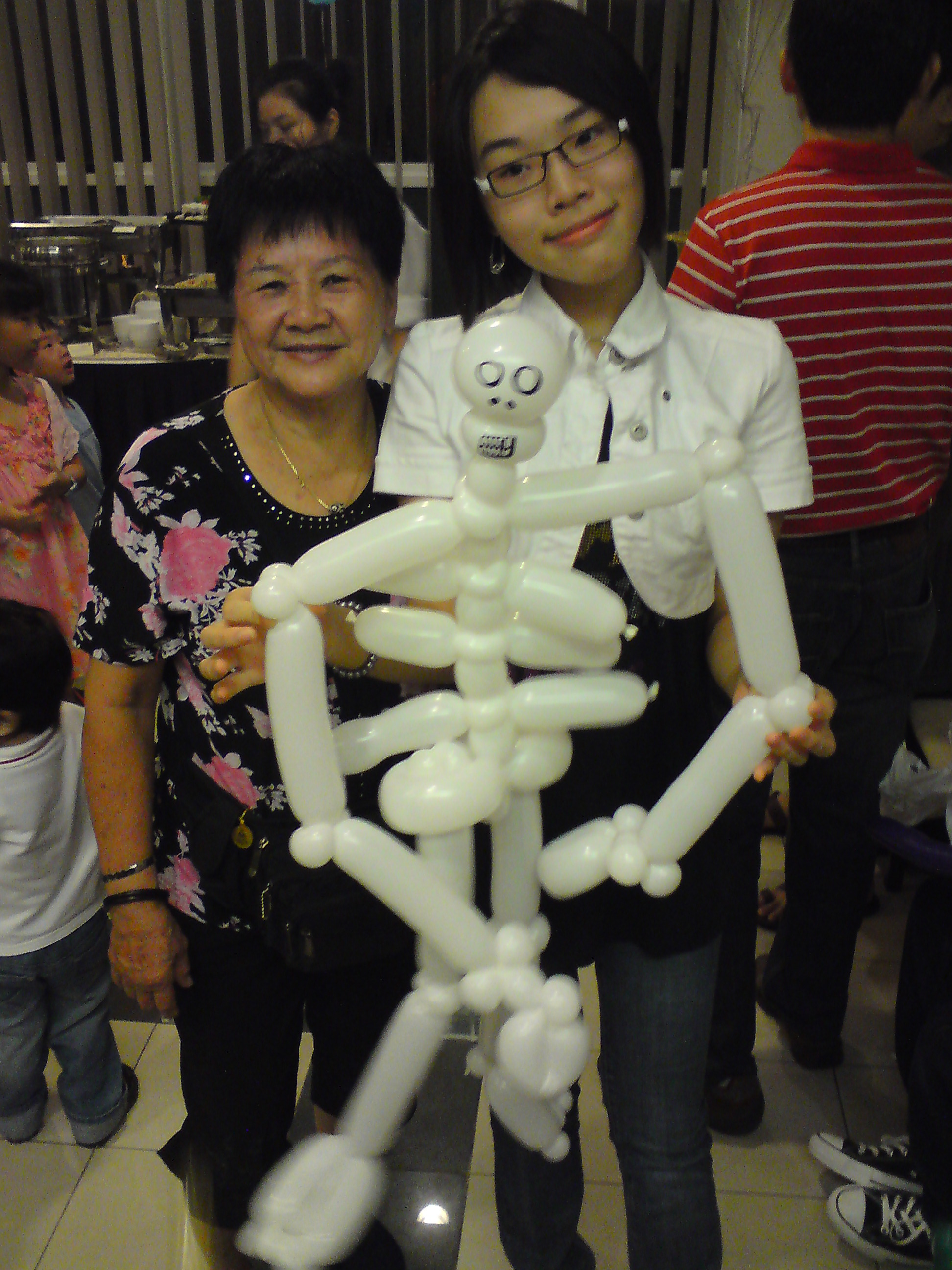 Skeleton balloon sculpting