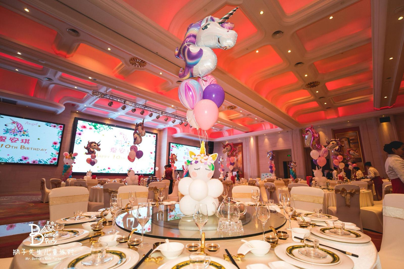 Unicorn theme balloon bouquet